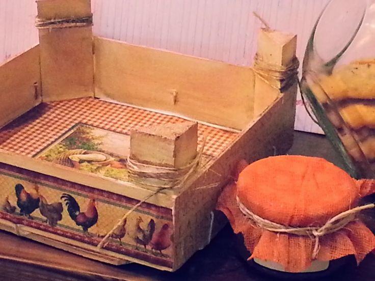 LAS MANUALIDADES DE KUTXIFRITINA: Caja de fresas alterada (altered strawberry box)