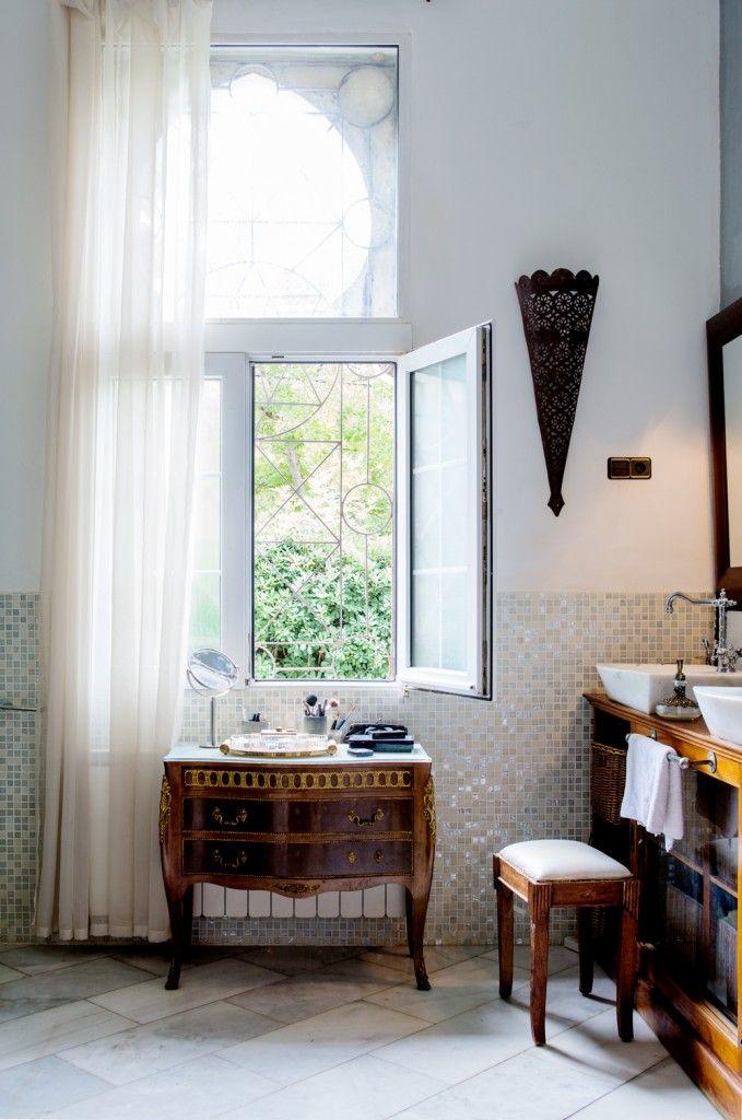 Romantische badkamer inrichten | gordijn | klassiek - Makeover.nl