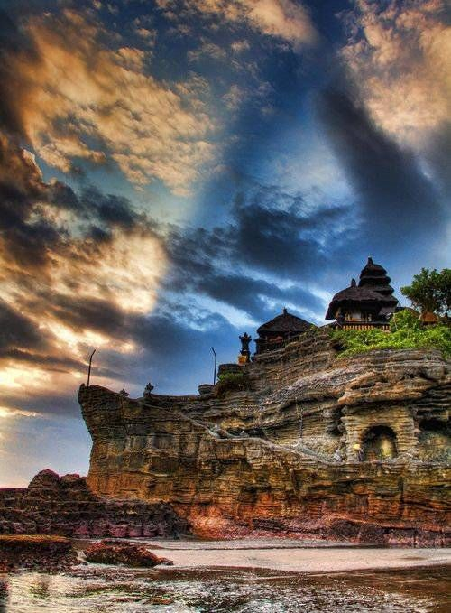 インドネシア・バリ島「タナロット寺院」の美しいシルエットの写真10枚 | 世界のオモシロ画像