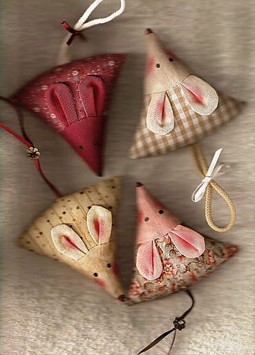 Little Mouse Pincushion -These are sew cute.