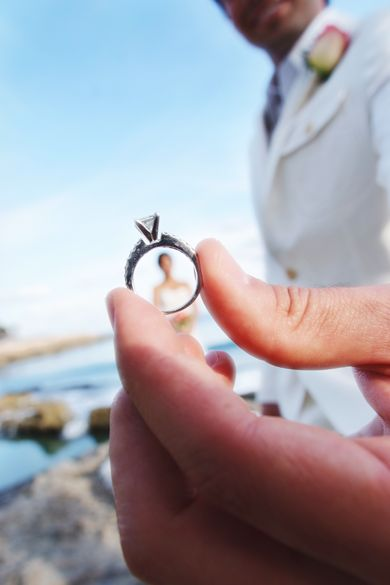 Best picture idea ever ..the groom looking at the bride through the wedding ring <3 awhh