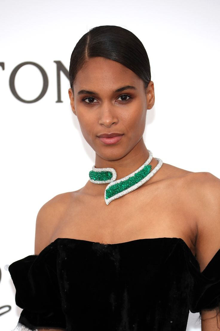 Cindy Bruna wore de GRISOGONO high jewellery diamond and emerald choke necklace with her strapless black floor length dress. At the amFAR Gala. For glamour celebrity fashion Cannes Film Festival red carpet jewellery spotting travel here: http://www.thejewelleryeditor.com/jewellery/top-5/cannes-film-festival-amfar-gala-2017-red-carpet-jewellery/ #jewelry