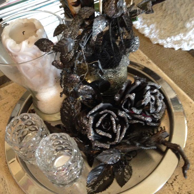 Asztaldisz spray-al festett selyemvirággal