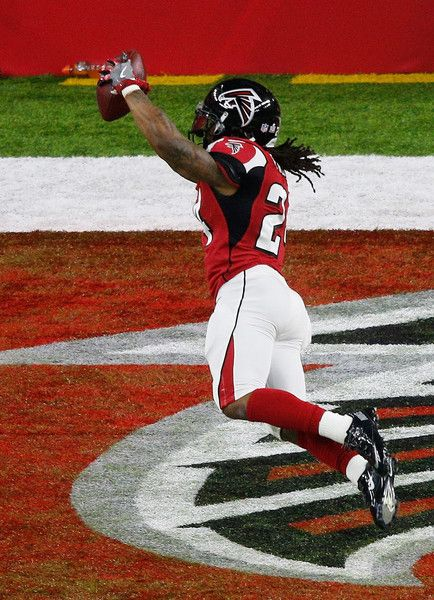 Devonta Freeman #24 of the Atlanta Falcons scores a touchdown on a 5 yard run agaisnt the New England Patriots in the second quarter during Super Bowl 51 at NRG Stadium on February 5, 2017 in Houston, Texas.