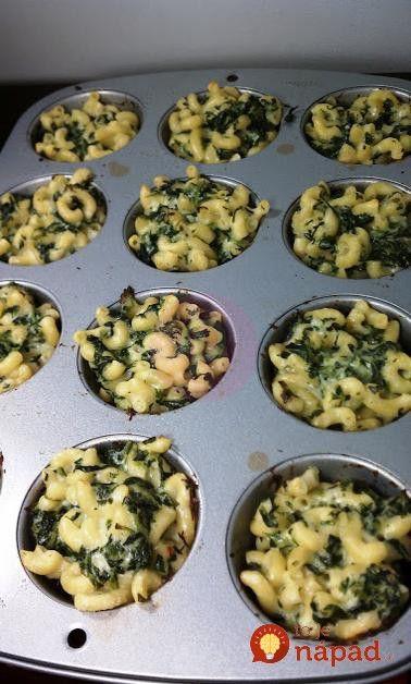 Vyskúšajte cestoviny trochu inak - pripravené vo forme na muffiny s lahodným syrom a šťavnatým špenátom.