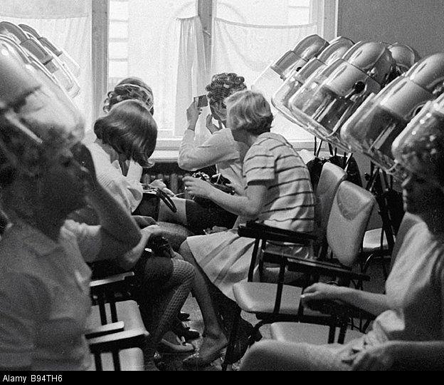 Salon De Coiffure Retro : Riga salon de coiffure retro casque pinterest