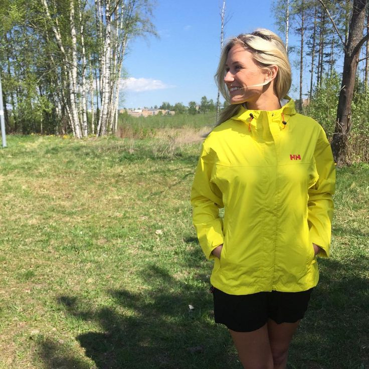 Super cute spring coat in bright yellow. What a great coat for so many activities! Photo from @ familiebutikken.no Instagram