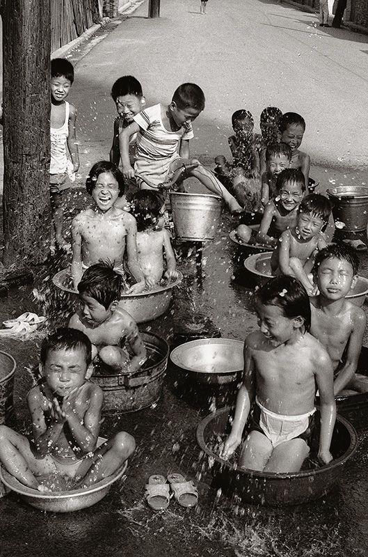 Exceptional collection of daily life photos by Kim Ki Chan [사진작가] 김기찬(金基贊, 1938-2005) - 골목안 풍경 : 네이버 블로그