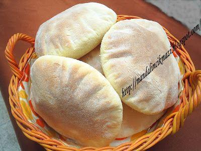 PİTA , Rumca ve lazca 'ekmek' , Arnavutça'da ise 'börek'  anlamına geliyormuş.. Öyle yada böyle bence nefis bir ekmek içinin cep gibi açılıy...