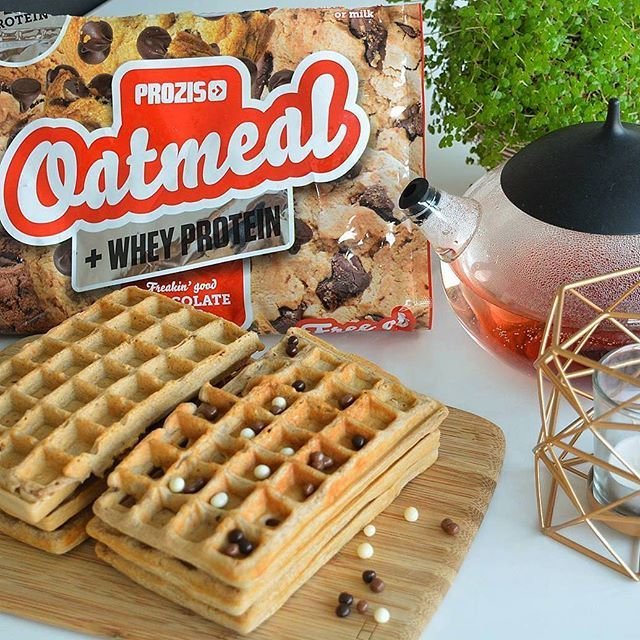 Yummy protein waffles? It is possible! 😍  Use flavoured prozis oatmeal + whey protein as an ingredient - replacing flour - and enjoy the result! 📷 @fitwithdriesandjolien  #prozis #oatmeal #protein #waffles #nutrition #fitfood