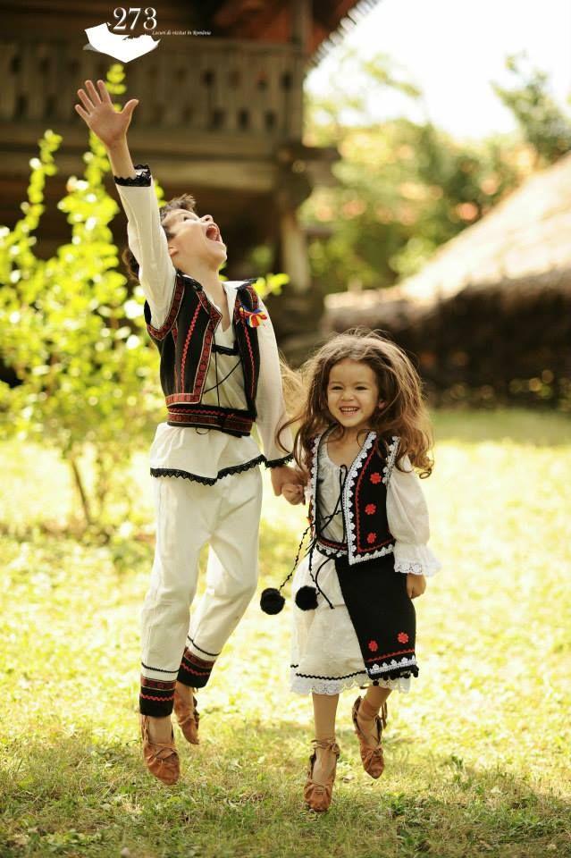 Romanian kids © Aurel Rapa
