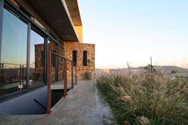 Ecological garden with house integrated into the landscape