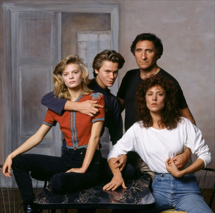 Martha Plimpton, River Phoenix, Judd Hirsch and Christine Lahti as the protag