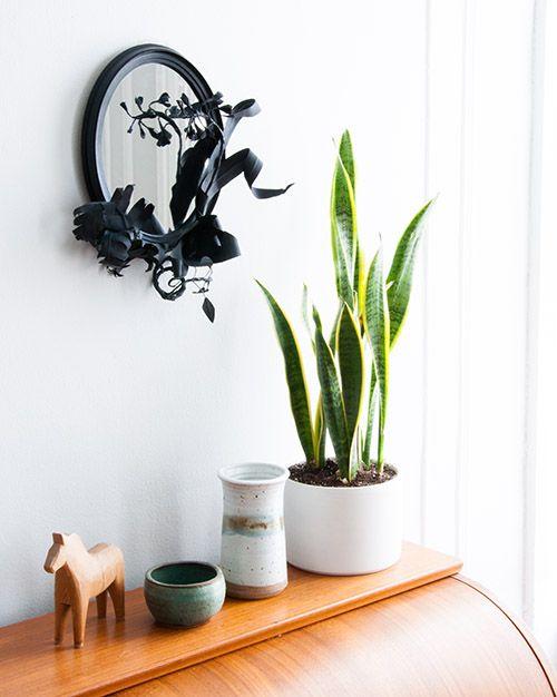 DesignSponge DIY Floral Mirrorhttp://www.designsponge.com/2014/04/diy-project-floral-garland-mirror.html#more-194833