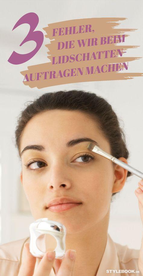 Ein gutes Augen-Make-up soll unsere Schönheit unterstreichen – und nicht unsere Nachteile betonen. Doch viele Frauen machen Fehler beim Schminken: Wer die falsche Lidschatten-Farbe wählt oder zum falschen Pinsel greift, bekommt keine Hui-, sondern Pfui-Augen. STYLEBOOK.de verrät die drei größten Pannen beim Lidschatten-Auftragen und wie man in wenigen Schritten Wow-Augen bekommt!
