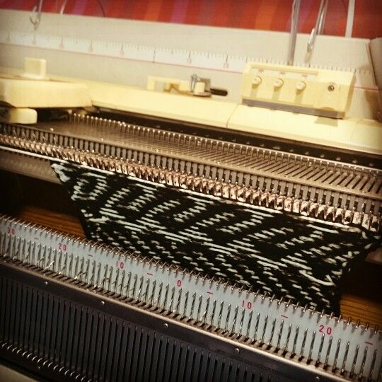 Kirjoneule, puuvilla, neulekone, two-coloured knitting, fair isle, cotton, knitting machine, Brother, Eva