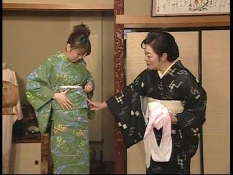 How to put on a kimono (I assume!) [in Japanese]