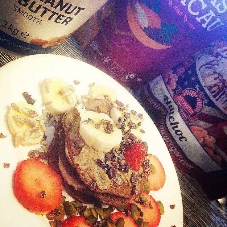 Bring it on Monday!  #bomdia #hellomonday #haveaniceweek #firstweeat #pancakes #coffee #maxprotein #myprotein #iswari #mws #foodporn #yummyyummyinmytummy #instayummy #instafood #vaigordinha #cheiadefome ( # @mafamufas )