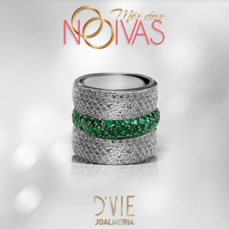 Três anéis que juntos formam um só. Em diamantes e turmalina paraíba, este conjunto de anéis realça todo o brilho de uma noiva.