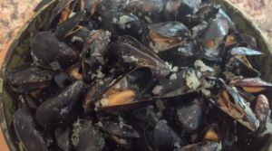 Instant Pot Mussels Mariniere (White Wine Sauce) | Pressure Luck Cooking