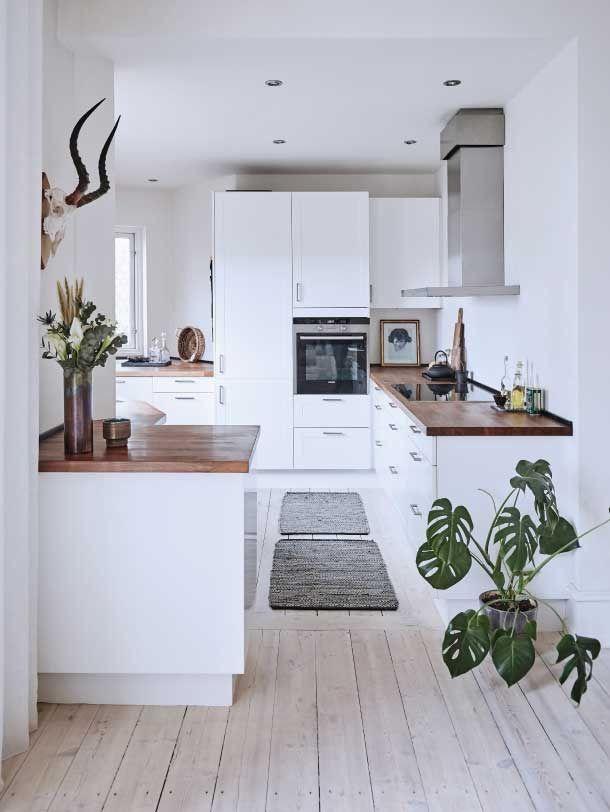 White Kitchen Dark Wood Worktop Whitewashed Floorboards Kitchen Design Small Farmhouse Kitchen Design Kitchen Remodel Small