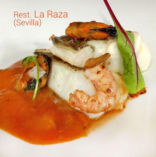 Esta receta de bacalao confitado con langostinos y mejillones a la marinera es del Restaurante La Raza de Sevilla, de su carta de alta cocina de mercado.