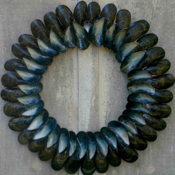 mussel shell wreath by Shelltiques