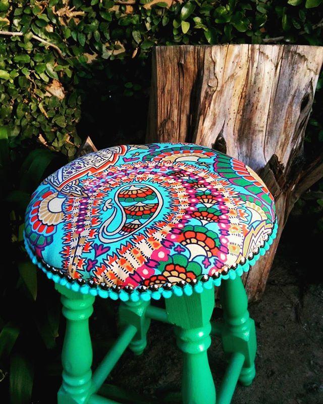 Nueva banquetita tapizada!! ❤❤ #new #exclusivo #hechoamano ✌✌ . ⭐TIENDA ONLINE www.dulcemorada.com.ar⭐ .  #deco #home #design #diseño #decor #decoration #decoracion #hogar #cool #onda #colores #retro #vintage #old #homesweethome #handmade #homemade #homevintage #hechoconamor #love #dulcemorada #puertodefrutos #banqueta #tapizado #banquetita #living #cocina . Fb!! .com/dulce.morada.1