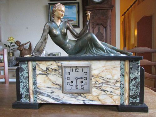 GRANDE-PENDULE-HORLOGE-STATUE-ART-DECO-FEMME-CHRYSELEPHANTINE-PIN-UP-STATUETTE