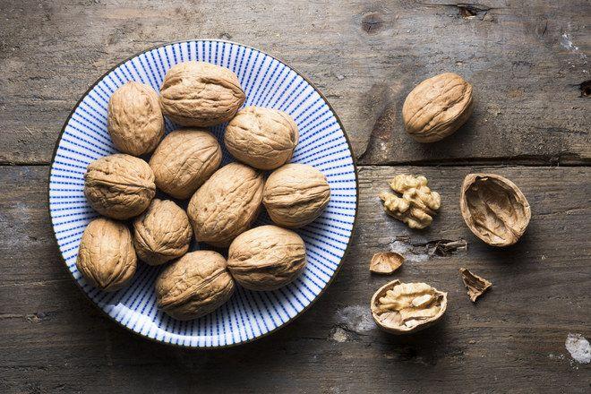 Alimenti che accelerano il metabolismo: noci