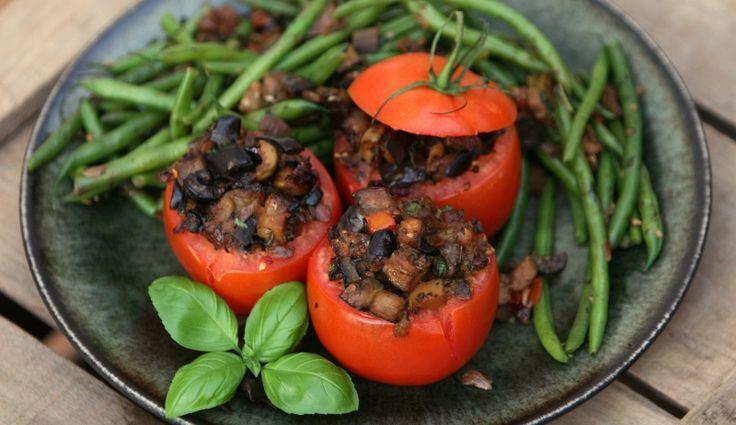 KAROLA'S KITCHEN * MET AUBERGINE, PARMEZAAN EN OLIJVEN GEVULDE TOMATEN - veggie tomatoes stuffed with eggplant, Parmesan and olives