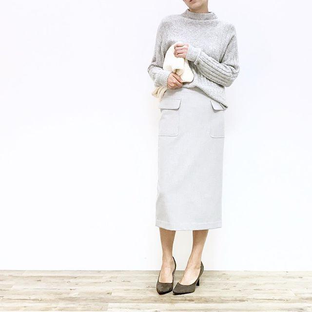 styling_11 C.ボトルネックのグレーニット + ミモレ丈のペンシルスカート ・ グレーのワントーンコーデ。 トーンを合わせたスタイリングは、シンプルだけどオシャレに見せてくれますよ。 ・ #幸せ は #新しい #服 が連れてくる。 #airCloset ( #エアークローゼット ) で #ファッション を楽しむ #エアクロライフ #エアクロ #clothes #style #ootd #outfit #winter #coordinate #ファッション #着回し #スタイリング #ファッションレンタル #トレンド #コーデ #冬服 #冬コーデ #今日の服 #今日のコーデ #お気に入り #ニット #ボトルネック #ミモレ丈スカート #ペンシルスカート #クラッチ #ワントーンコーデ