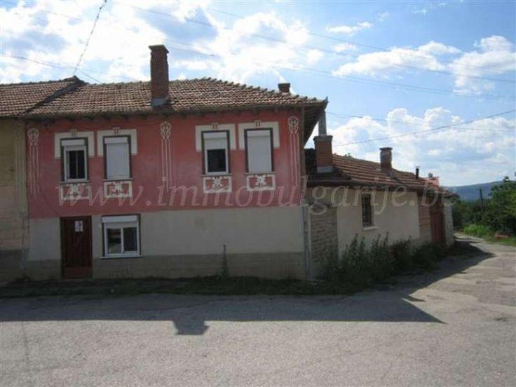 Huis (150m2) met 3 slaapkamers in Kosarka  Te koop: traditioneel huis met 3 slaapkamers in het dorp Kosarka. Dit mooie vakantiehuis bevindt zich op een rustige locatie in het dorp Kosarka. De ligging is vrij goed met in de nabijheid enkele nationale hoofdwegen en een treinstation. Het landschap is er heuvelachtig en er zijn vele...