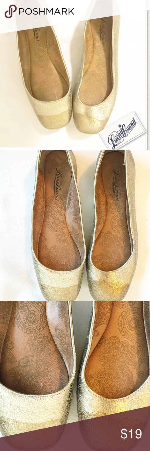 Lucky Brand metallic ballet flats w/gold dip toe Lucky Brand metallic ballet flats w/gold dip toe.  Classic look, festive flair.  These shoes are perfect for any holiday look!  These shoes are pre-owned with some signs of wear but are in overall good condition.  See pictures and ask any questions you have prior to purchase! Lucky Brand Shoes Flats & Loafers