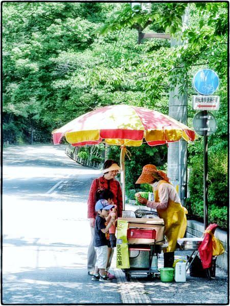 二〇世紀ひみつ基地ババヘラのいる風景・初夏の千秋公園入口