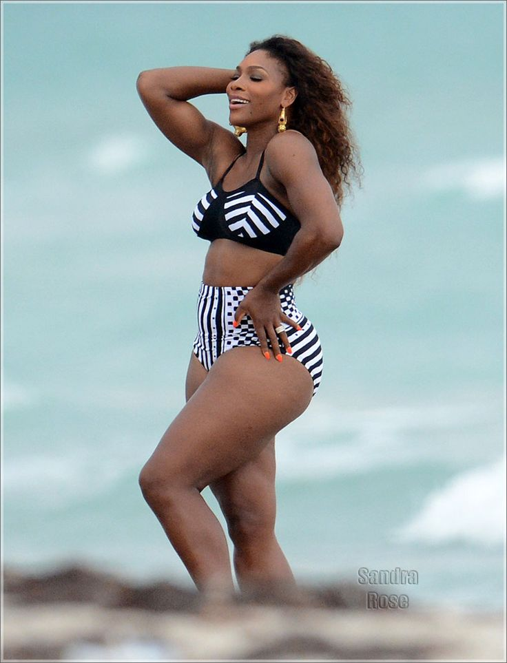 Serena williams entrenando en hotpants 8