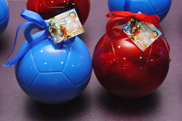 Maleta Bola (Vazia) - Pedido mínimo 10 unidades. Tag sob consulta. Temos várias opções de cores: Azul, vermelha, amarela, verde, preta, branca...  Sugestões de recheio da maleta: - Balas, paçoca, doce de leite, chicletes... Para a Maleta recheada com esses doces - Valor R$ 6,00 - Achocolatado ou suco em caixinha, com um bolinho - Preço sob consulta R$ 4,00