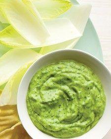 Dip de aguacate ranchero - Mezclar la carne de dos aguacates, un paquete de mezcla de aderezo ranchero y una cucharada de yogur griego para hacer este sabroso dipeado. Servir con verduras crudas frescas.