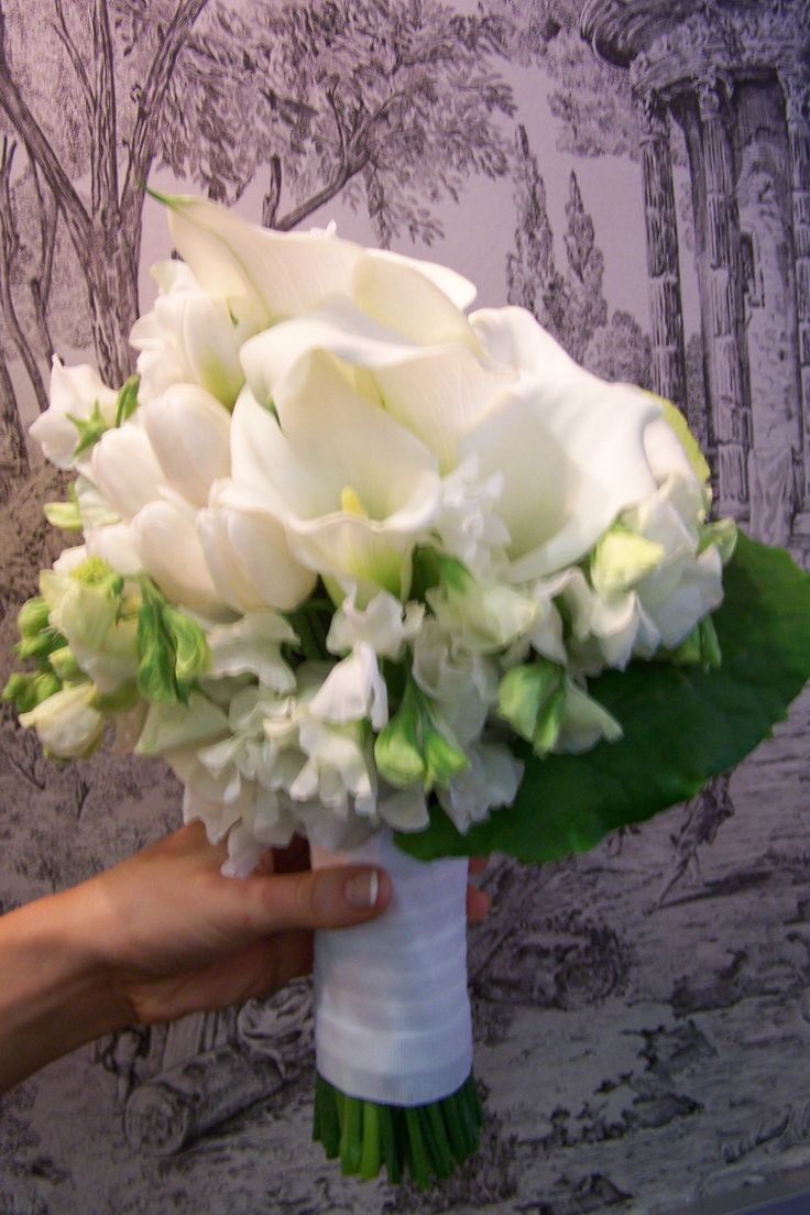 Calla Lilly and Sweet Pea bride bouquet