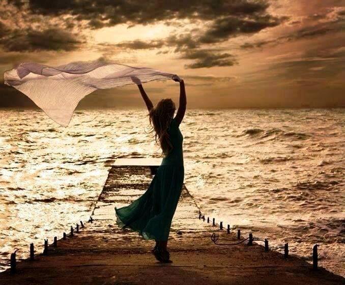 Tenha fé na grandeza de Deus, e descansa seus sonhos em suas mãos. Sinta o amor divino em seu coração e tenha esperança de uma amanhecer de muitas vitórias ! Liahna Mell
