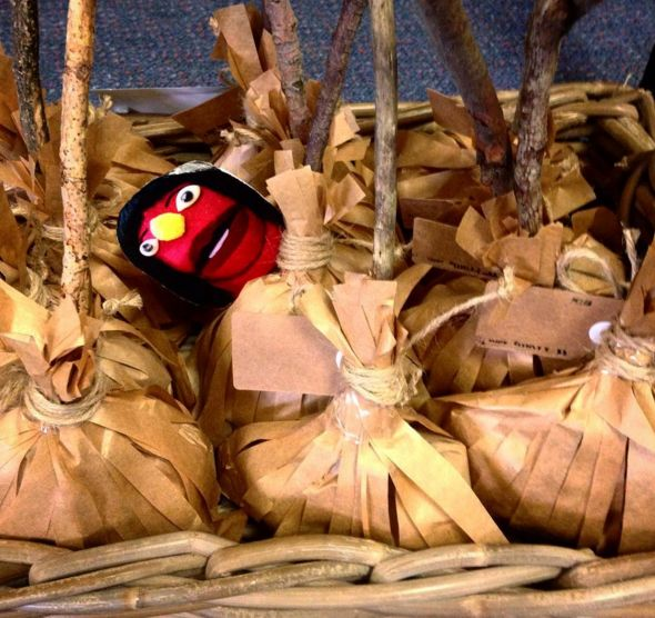 #Halloween witches' broom lolly bags made from paper bags #craft #foodies #TheWongSideofLife