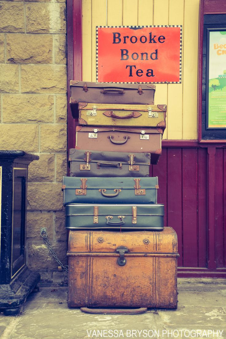I just love vintage suitcases!   #vintage #suitcases #photogpraphy