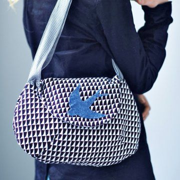 Un sac au motif d'une hirondelle / A bag with the pattern of a swallow