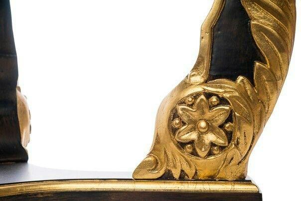 Caesar (Цезарь)   Angel-L1439 Каркас: дуб Отделка: трое окрашивание, декор – позолота Размер, см: 60х65 Дизайн: Франция  Стиль ампир возник с подачи Бонапарта. Мастера стали подражать египетскому и римскому ремеслу. Характерными для стиля ампир были маленькие круглые столики, украшенные орнаментом. Мебельщики того времени свое мастерство довели до совершенства. Столик Цезарь является прекрасным воплощением эпохи Наполеона.  #ампир #классика #мебель #журнальныйстол #приставнойстолик…