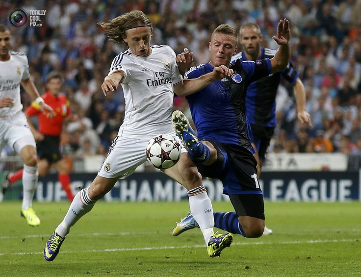 Coolest Sports Pix Of 2013 Week 40 - Real Madrid's Modric fights for the ball with FC Copenhagen's Sigurdsson. JUAN MEDINA/REUTERS