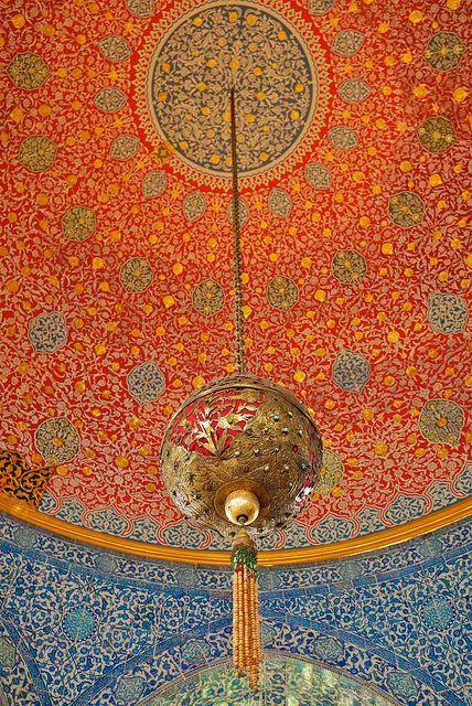Colorido techo del Palacio de Topkapi, que en turco significa 'Palacio de la Puerta de los Cañones'