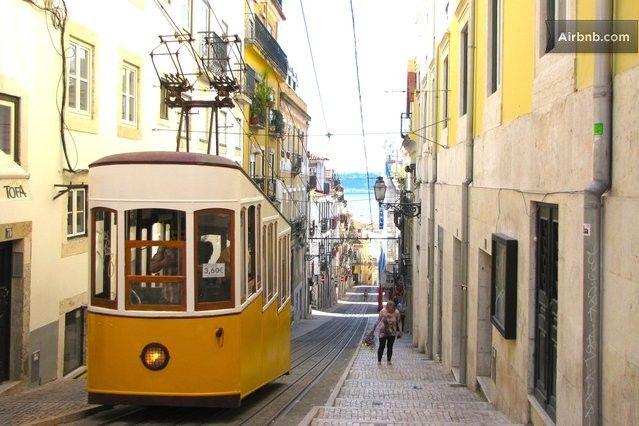Rua da Bica de Duarte Belo, Lissabon, Lisbon District 2715-311, Portugal