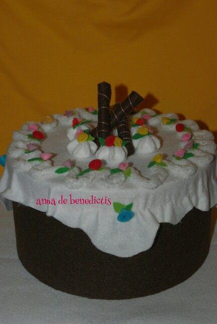 Felt flowers cake