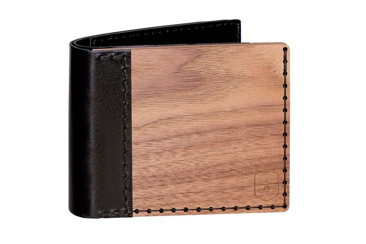 The Nox Virilia combines the beauty of natural walnut and oak woods with genuine leather. Made by hand, this simple and elegant accessory fits well in your hand and is convenient to use. Organize your coins and cards inside the Nox Virilia – up to 9 cards can fit inside! Match this wooden accessory with your wild leather shoes and emphasize your different style.