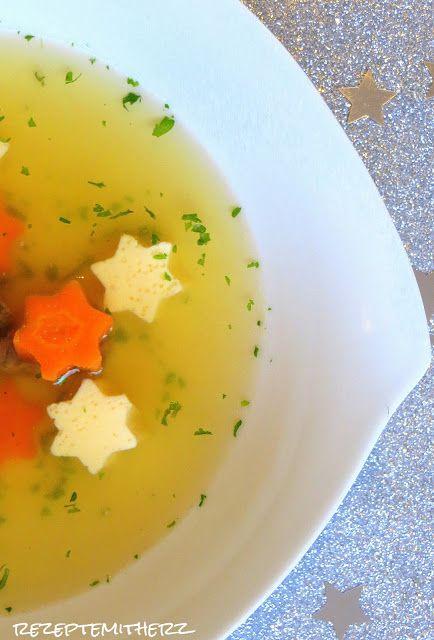 Klare Suppe mit Eierstich Sternen